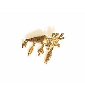 VTG VEGGIES gold tone brooch, vintage carrot pin